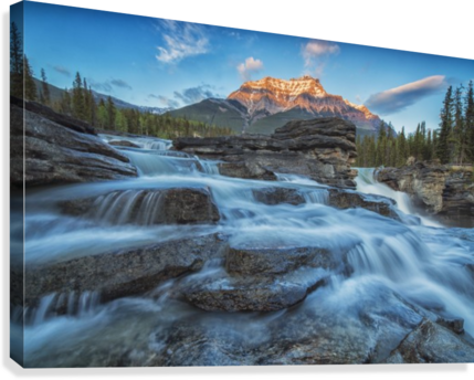 clip stock Sunset lights up Mount Fryatt as the Athabasca River flows over